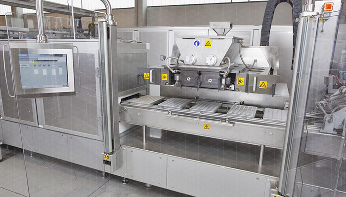 Piston moulding machine for chocolate - MLE-CORE